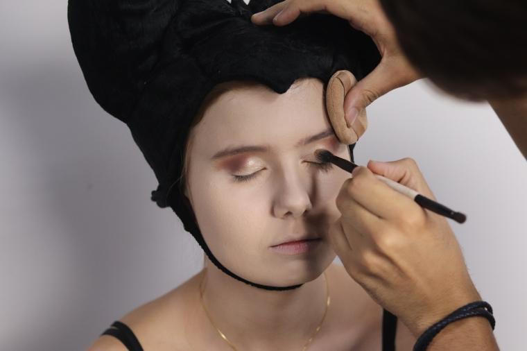 Sombra marrom escuro côncavos Maquiagem Malévola Halloween